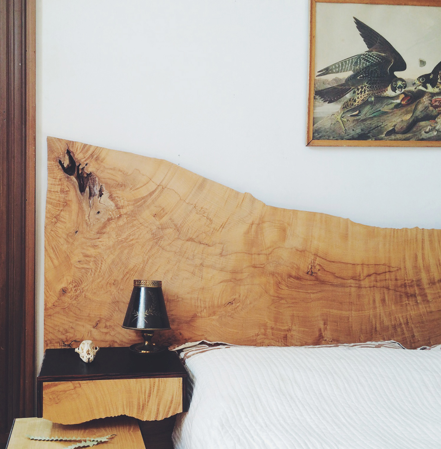 Figured ash slab bed