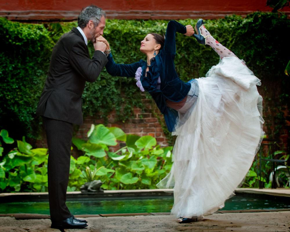 Yoga-wedding-photo-bride-dancers-pose.jpg