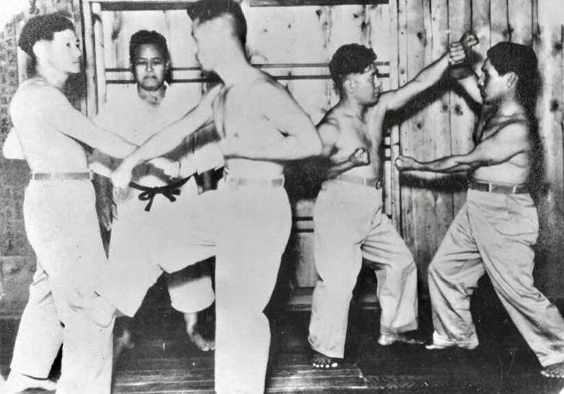 Chojun Miyagi teaching bunkai
