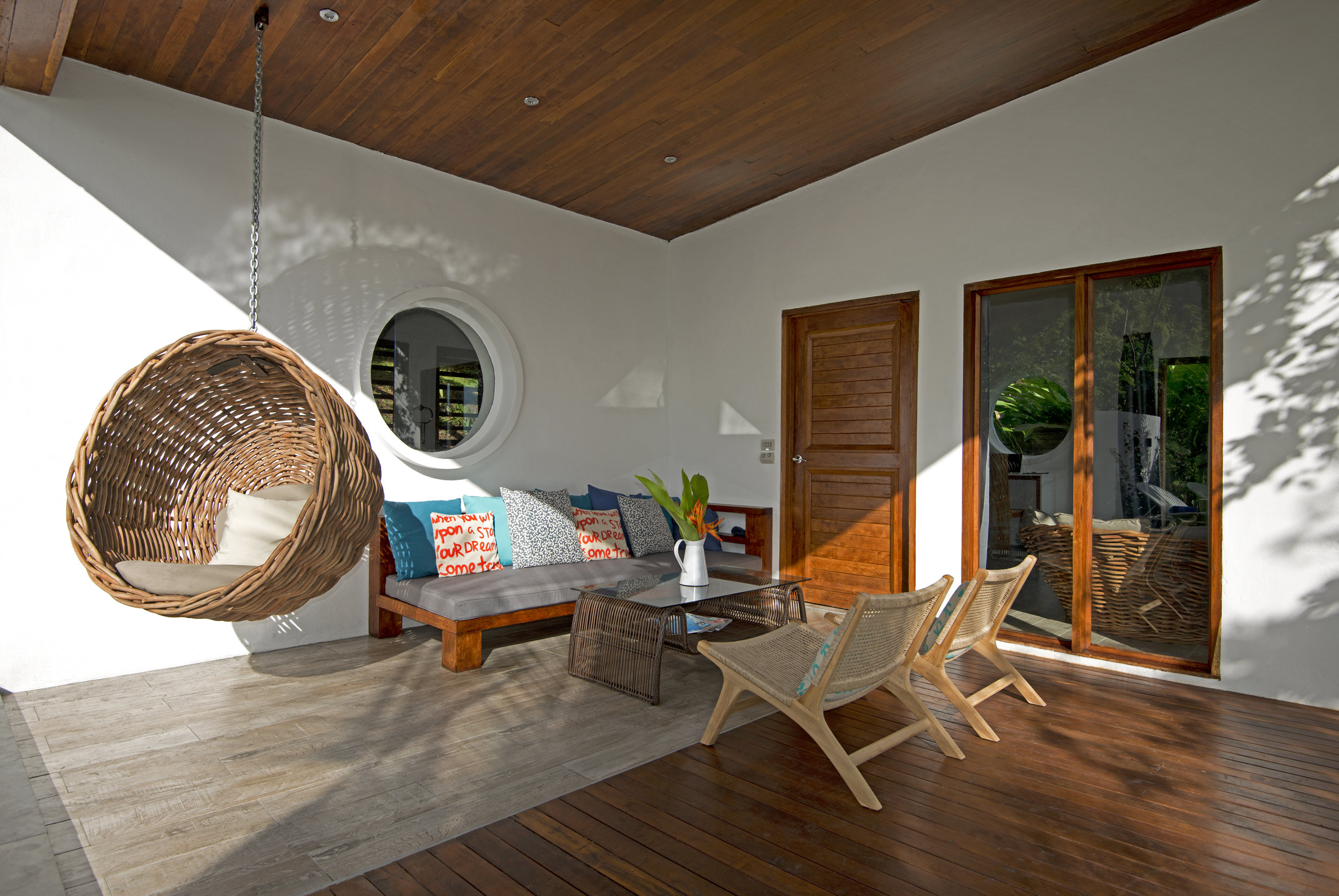 Royal Retreat - Swinging lounge, oversized day bed and private deck with plunge pool