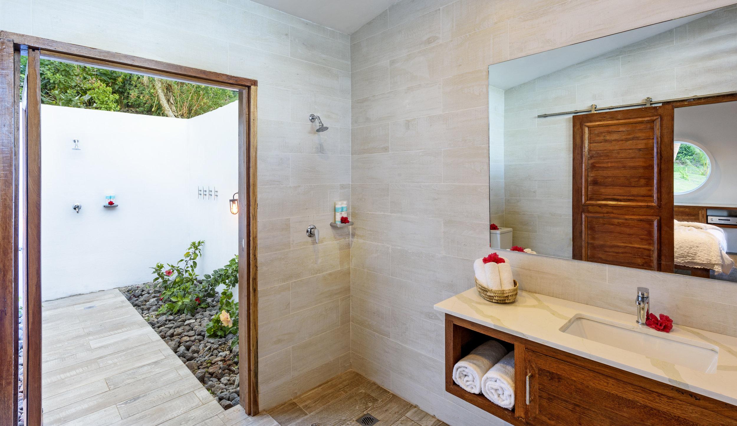 Fiji Resort - Two-bedroom Royal Retreat - Indoor and Outdoor Bathroom