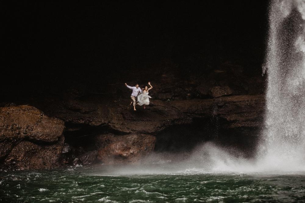 931-taveuni-elopement-photographer-fiji-kama-catch-me.jpg