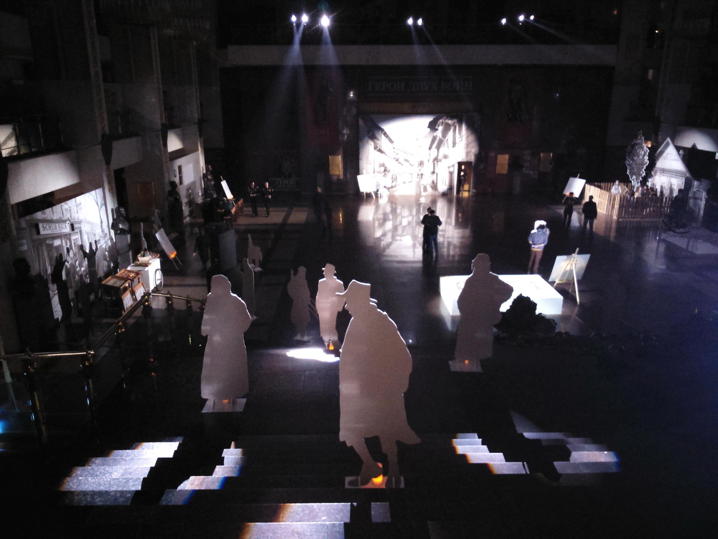 Зал в ожидании тревожного звука воздушной сирены, именно так начиналась театрализованная экскурсия  «ПОМНИТЬ НЕЛЬЗЯ ПОВТОРИТЬ» в рамках Недели памяти жертв Холокоста .
