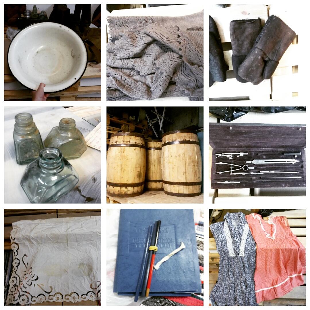 Старые письма, бельё, шапка-ушанка, бидоны, старые газеты, музыкальные инструменты, бутылки, скатерть, вещмешки, тазик, шаль, рукавицы, бочки, платья.
