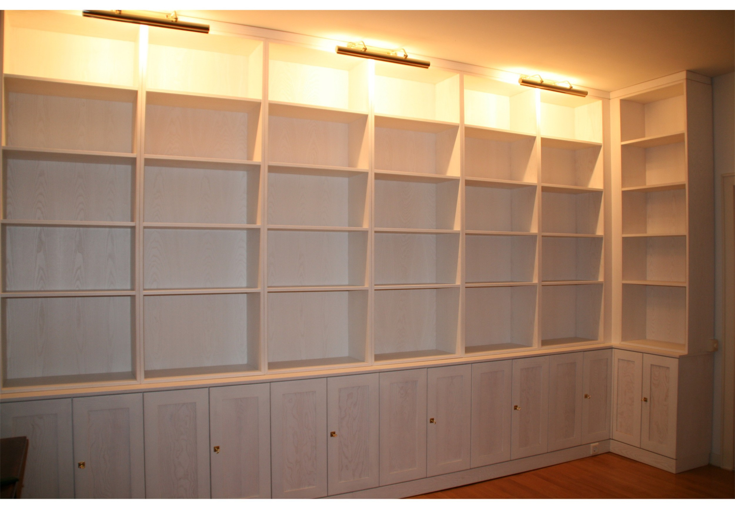 bibliothek-esche-weiss (3)or.jpg