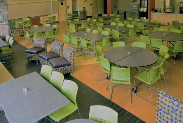 Cafeteria 13.jpeg