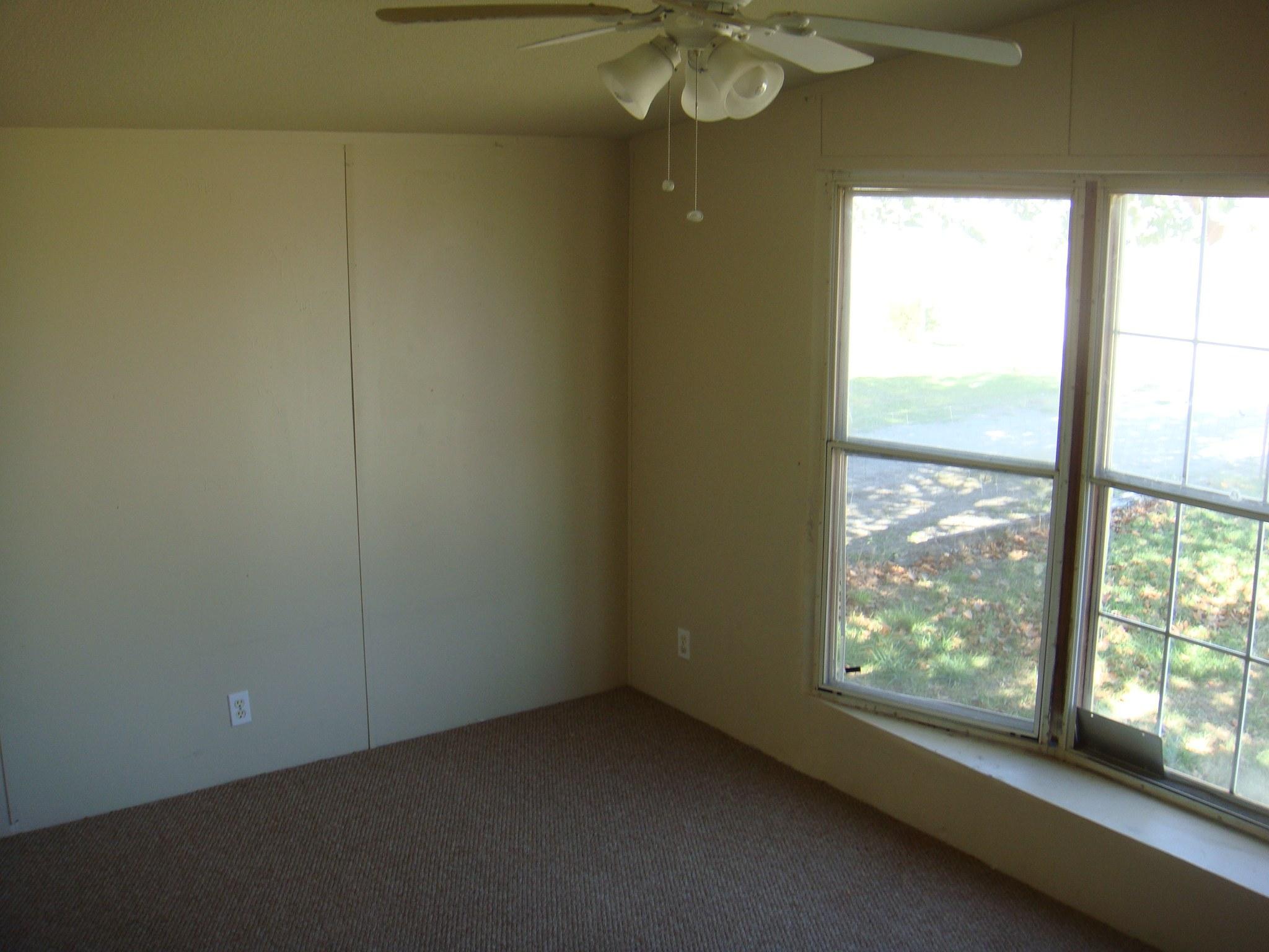 562 Front Bedroom small.jpg