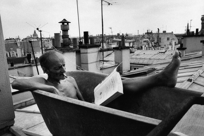 "Monsieur Bernard, Paris, France, 1999<span class=""photo-essays-link""><span class=""separator"">・</span><a href=""/photo-essays"">Photo-essays</a></span>"