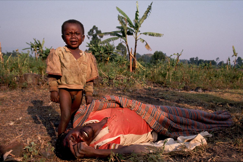 "Rwandan crisis, 1994<span class=""photo-essays-link""><span class=""separator"">・</span><a href=""/photo-essays"">Photo-essays</a></span>"