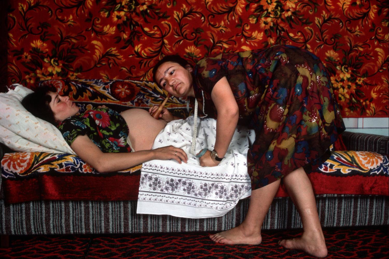 "Midwife. Bukhara, Uzbekistan, U.S.S.R., 1987.<span class=""photo-essays-link""><span class=""separator"">・</span><a href=""/photo-essays"">Photo-essays</a></span>"