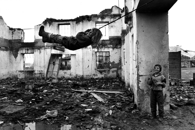 "Muslim refugees. War in Bosnia. Croatia, 1994.<span class=""photo-essays-link""><span class=""separator"">・</span><a href=""/photo-essays"">Photo-essays</a></span>"