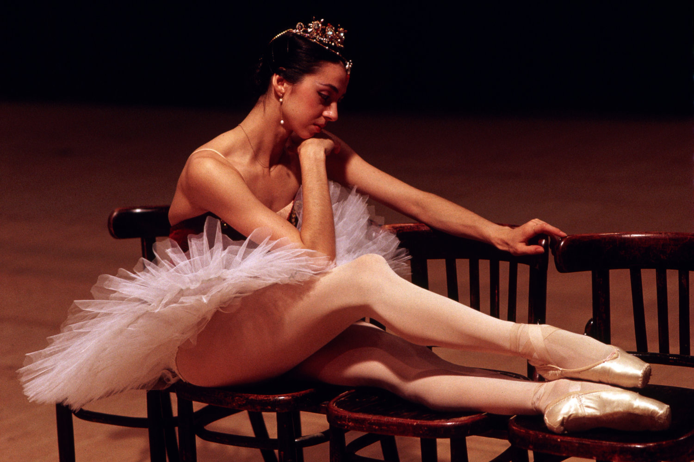 "Bolshoi Ballet. Moscow, U.S.S.R., 1987.<span class=""photo-essays-link""><span class=""separator"">・</span><a href=""/photo-essays"">Photo-essays</a></span>"