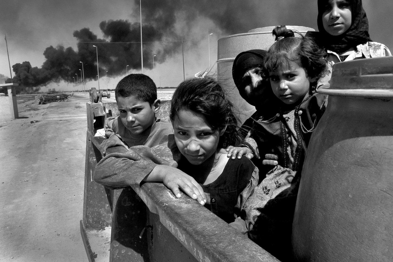 "Siege of Basra. Iraq, 2003.<span class=""photo-essays-link""><span class=""separator"">・</span><a href=""/photo-essays"">Photo-essays</a></span>"