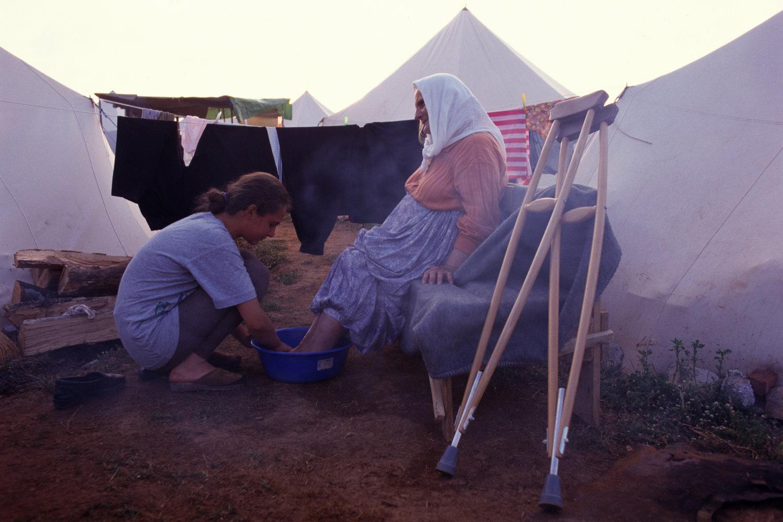 "Kosovar-Albanian refugees. Kosovo War, 1999.<span class=""photo-essays-link""><span class=""separator"">・</span><a href=""/photo-essays"">Photo-essays</a></span>"