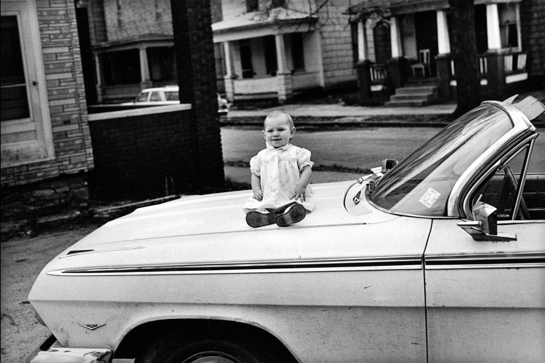 "McClellan St., Ft. Wayne, Indiana, U.S.A., 1974<span class=""photo-essays-link""><span class=""separator"">・</span><a href=""/photo-essays"">Photo-essays</a></span>"