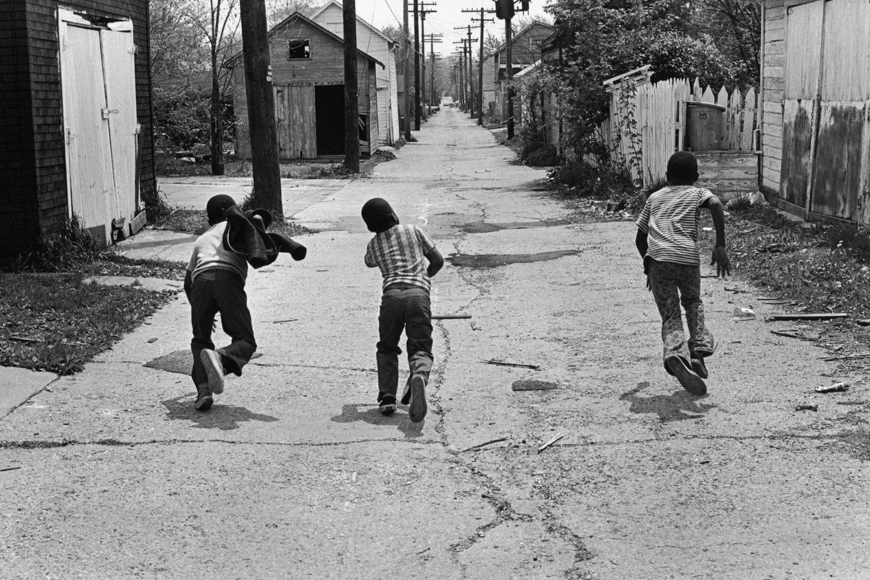 "Fort Wayne, Indiana, U.S.A., 1972<span class=""photo-essays-link""><span class=""separator"">・</span><a href=""/photo-essays"">Photo-essays</a></span>"