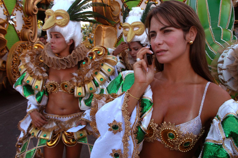 "Carnival. Rio de Janeiro, Brazil, 2005.<span class=""photo-essays-link""><span class=""separator"">・</span><a href=""/photo-essays"">Photo-essays</a></span>"