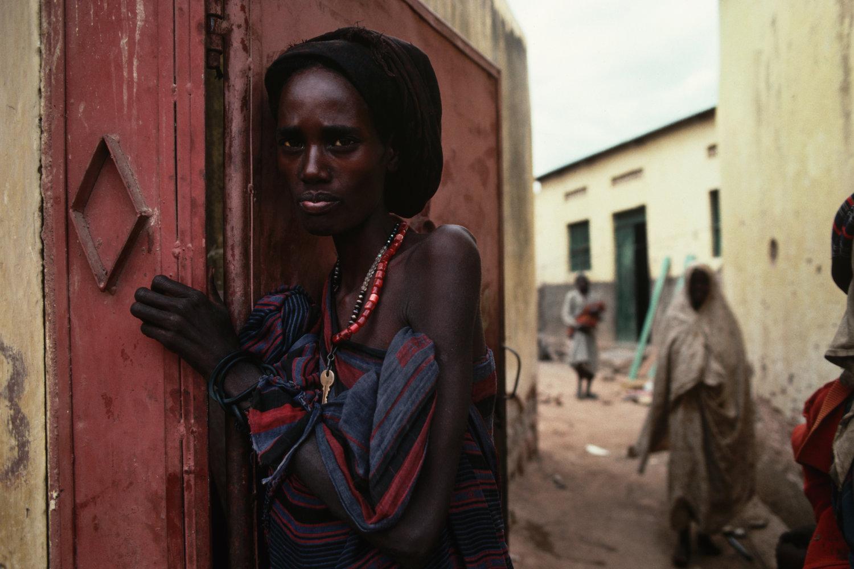 "Famine crisis. Somalia, 1992.<span class=""photo-essays-link""><span class=""separator"">・</span><a href=""/photo-essays"">Photo-essays</a></span>"