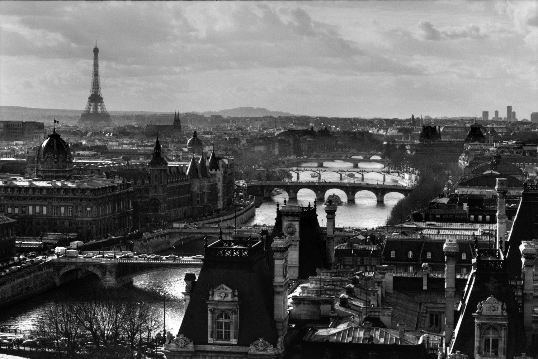 "Paris, 1991<span class=""photo-essays-link""><span class=""separator"">・</span><a href=""/photo-essays"">Photo-essays</a></span>"