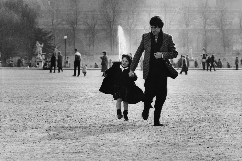 "Jardin des Tuileries, 1984<span class=""photo-essays-link""><span class=""separator"">・</span><a href=""/photo-essays"">Photo-essays</a></span>"