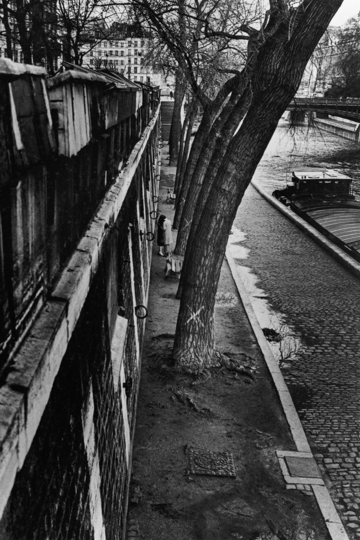 "The Seine, 1976<span class=""photo-essays-link""><span class=""separator"">・</span><a href=""/photo-essays"">Photo-essays</a></span>"