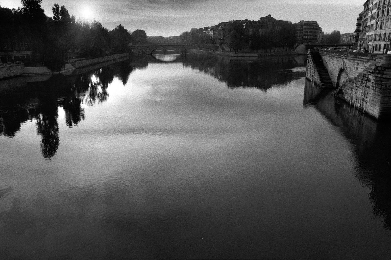 """The Seine, Ile de la Cité, 1993<span class=""""photo-essays-link""""><span class=""""separator"""">・</span><a href=""""/photo-essays"""">Photo-essays</a></span>"""