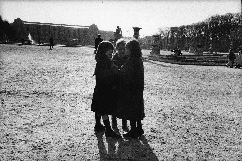 "Jardin des Tuileries, 1981<span class=""photo-essays-link""><span class=""separator"">・</span><a href=""/photo-essays"">Photo-essays</a></span>"