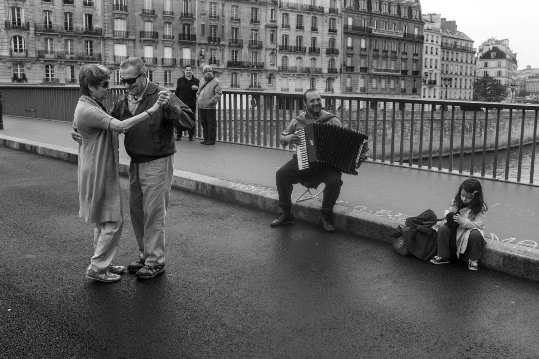"""Tango, Ile Saint-Louis, 2012<span class=""""photo-essays-link""""><span class=""""separator"""">・</span><a href=""""/photo-essays"""">Photo-essays</a></span>"""
