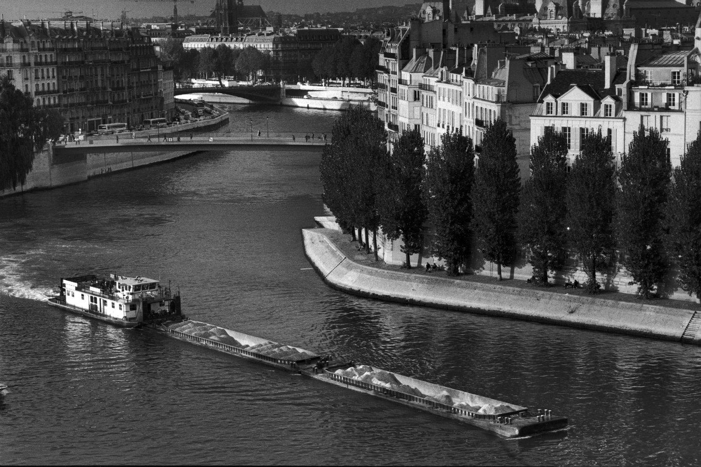 "Quai de la Seine, 2012<span class=""photo-essays-link""><span class=""separator"">・</span><a href=""/photo-essays"">Photo-essays</a></span>"