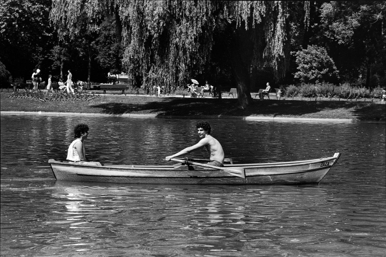 "Vincennes, 1984<span class=""photo-essays-link""><span class=""separator"">・</span><a href=""/photo-essays"">Photo-essays</a></span>"
