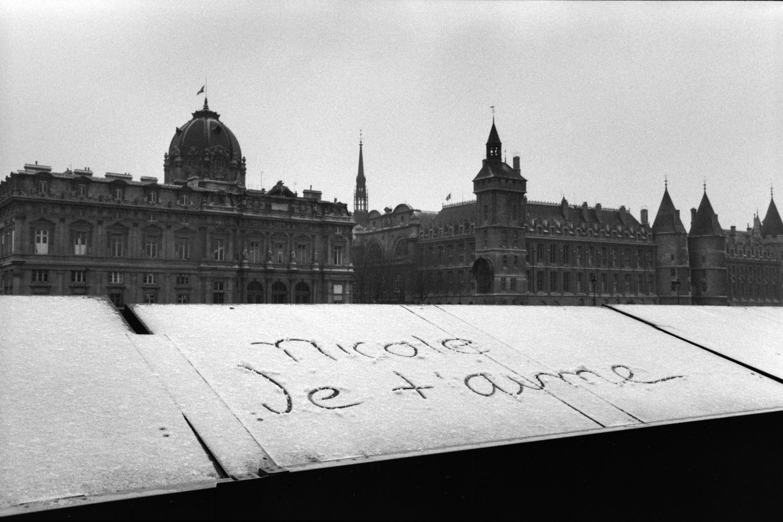 "Quai de la Seine, 1983<span class=""photo-essays-link""><span class=""separator"">・</span><a href=""/photo-essays"">Photo-essays</a></span>"