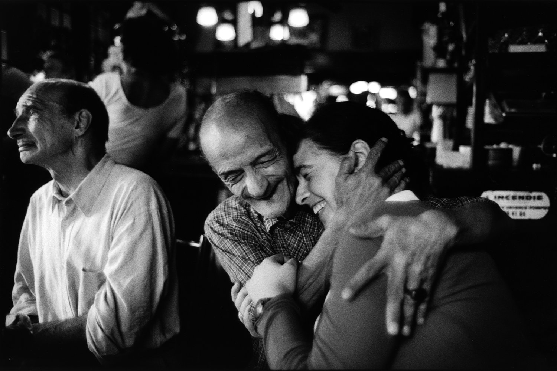 "Brasserie de l'Isle Saint-Louis, 1994<span class=""photo-essays-link""><span class=""separator"">・</span><a href=""/photo-essays"">Photo-essays</a></span>"