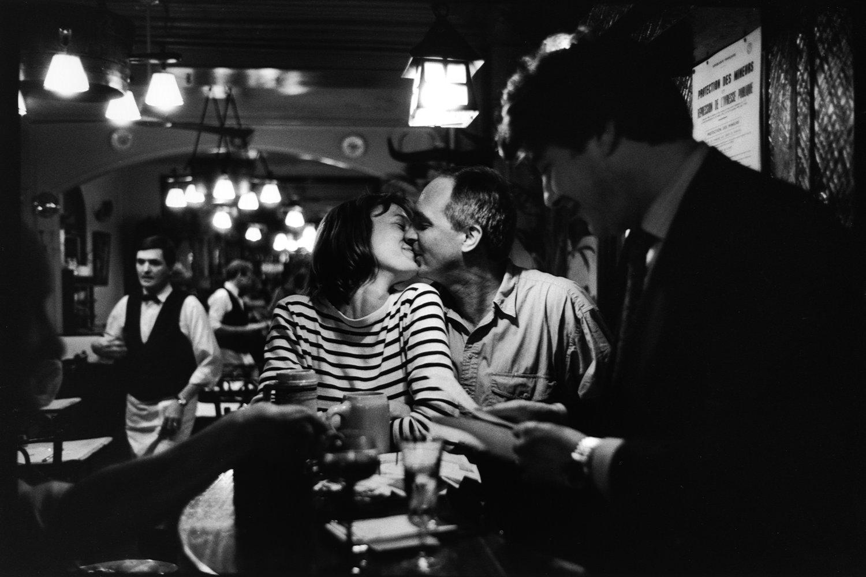 "Brasserie de l'Isle Saint-Louis, 1995<span class=""photo-essays-link""><span class=""separator"">・</span><a href=""/photo-essays"">Photo-essays</a></span>"