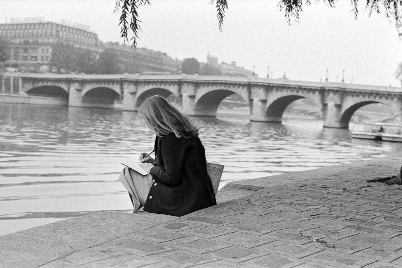 """Karen, Ile de la Cité, 1975<span class=""""photo-essays-link""""><span class=""""separator"""">・</span><a href=""""/photo-essays"""">Photo-essays</a></span>"""
