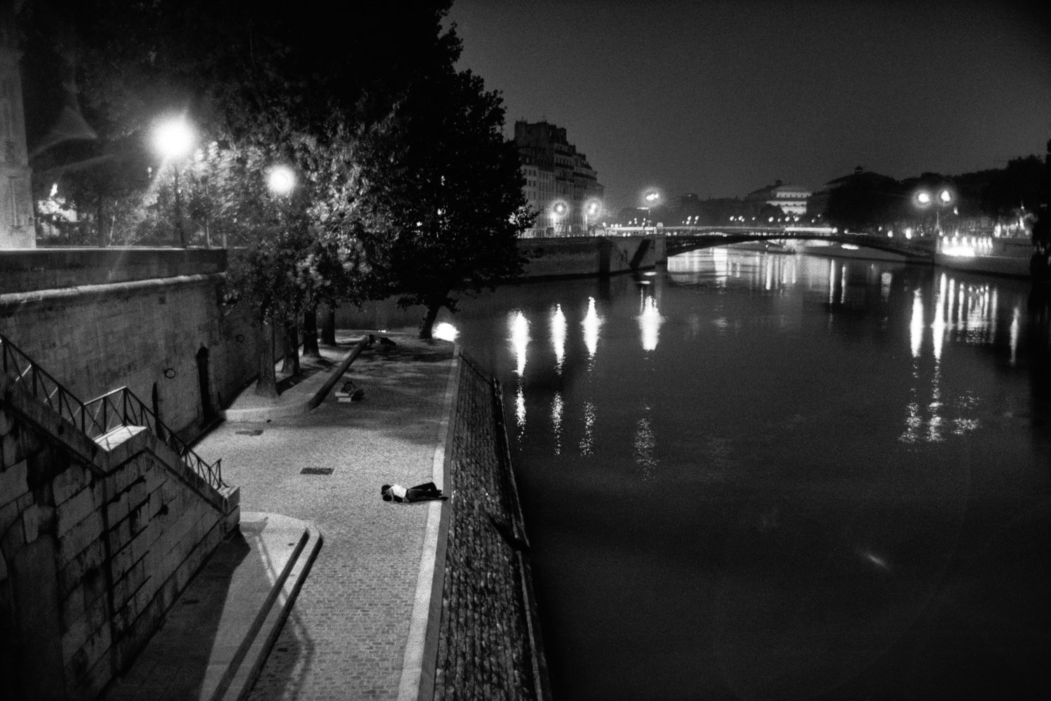 "Banks of the Seine, Ile Saint-Louis, 1994<span class=""photo-essays-link""><span class=""separator"">・</span><a href=""/photo-essays"">Photo-essays</a></span>"