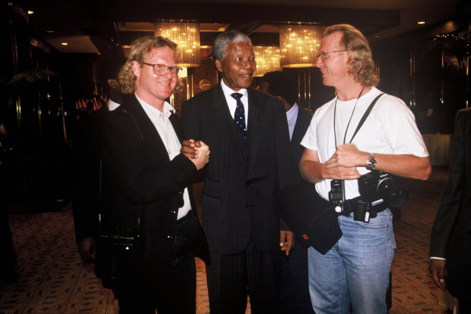 "With Nelson Mandela and David Turnley. 1994.<span class=""photo-essays-link""><span class=""separator"">・</span><a href=""/photo-essays"">Photo-essays</a></span>"