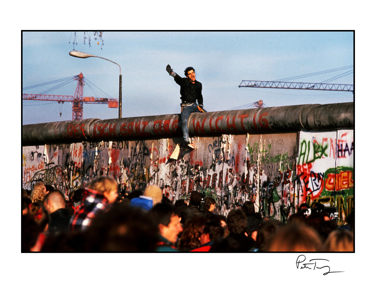 "ID #51・Fall of the Berlin Wall, 1989<span class=""print-link""><span class=""separator"">・</span><a onclick='document.getElementsByClassName(""sqs-lightbox-close"")[0].click();'>Thumbnails</a></span>"