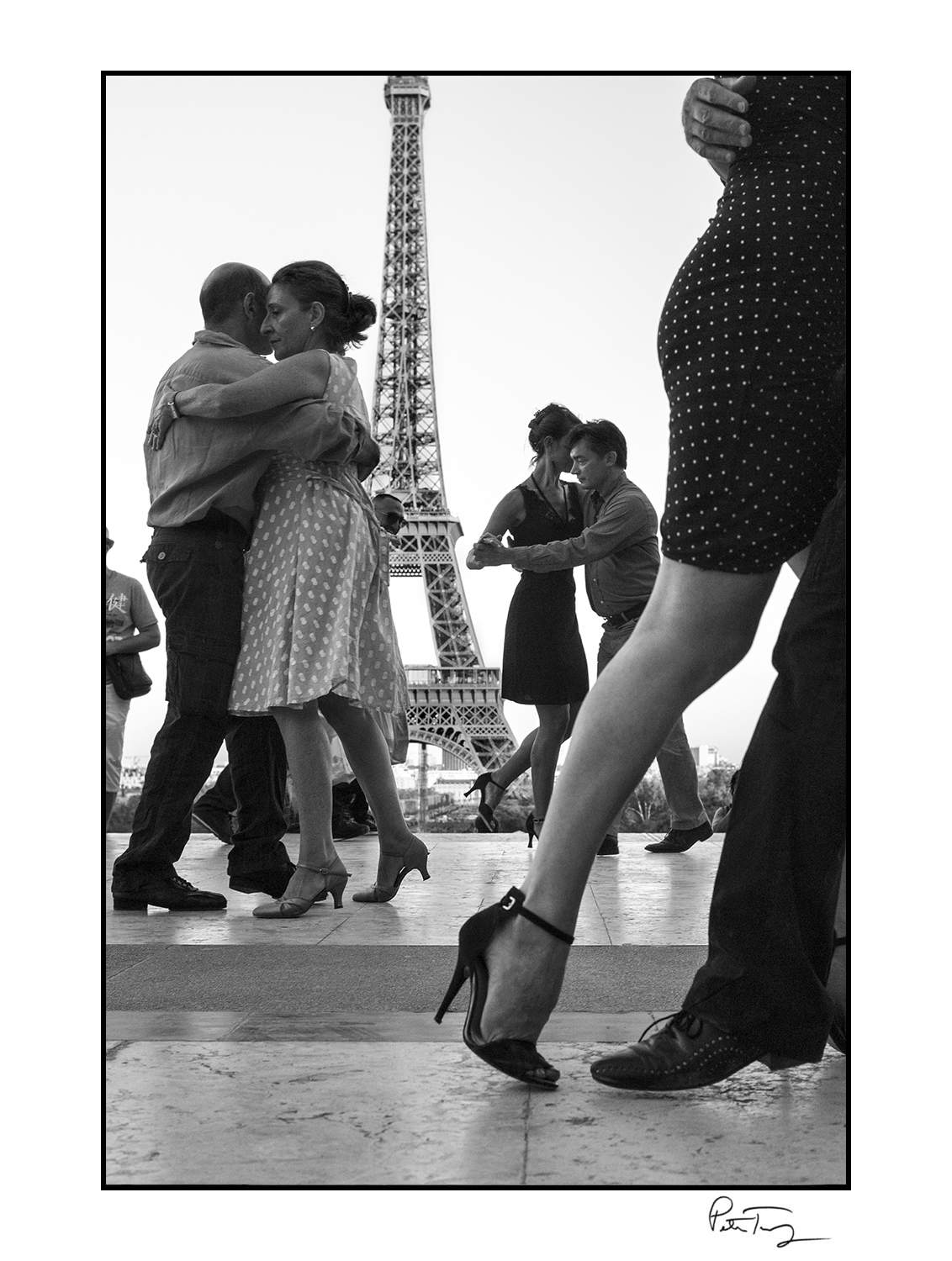 "ID #68・Paris, 2012<span class=""print-link""><span class=""separator"">・</span><a onclick='document.getElementsByClassName(""sqs-lightbox-close"")[0].click();'>Thumbnails</a></span>"