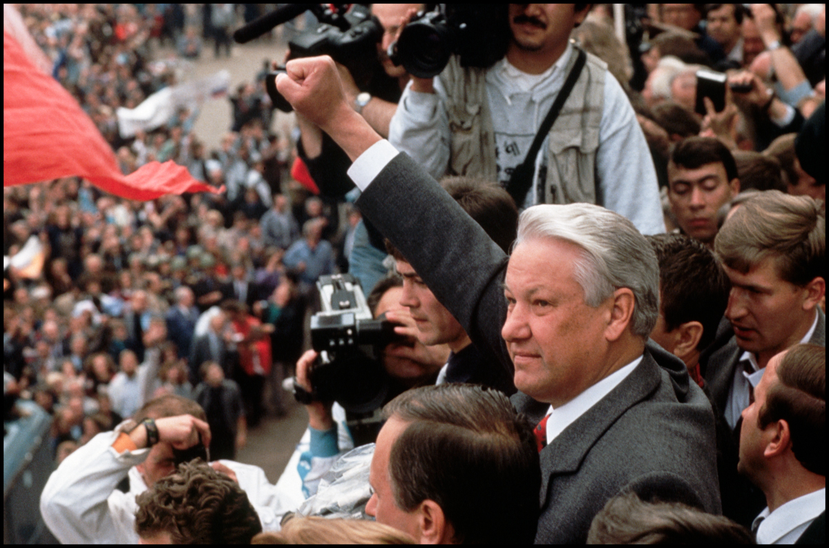 22 Aug 1991, Moscow, Russia --- During the abortive attempt to overthrow Soviet President Gorbachev, Russian President Boris Yeltsin stood in front of the Russian parliament building
