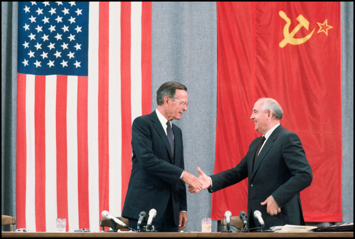 31 Jul 1991, Moscow, Russia --- United States President George Bush and Soviet leader Mikhail Gorbachev shake hands at the 1991 Moscow Summit.