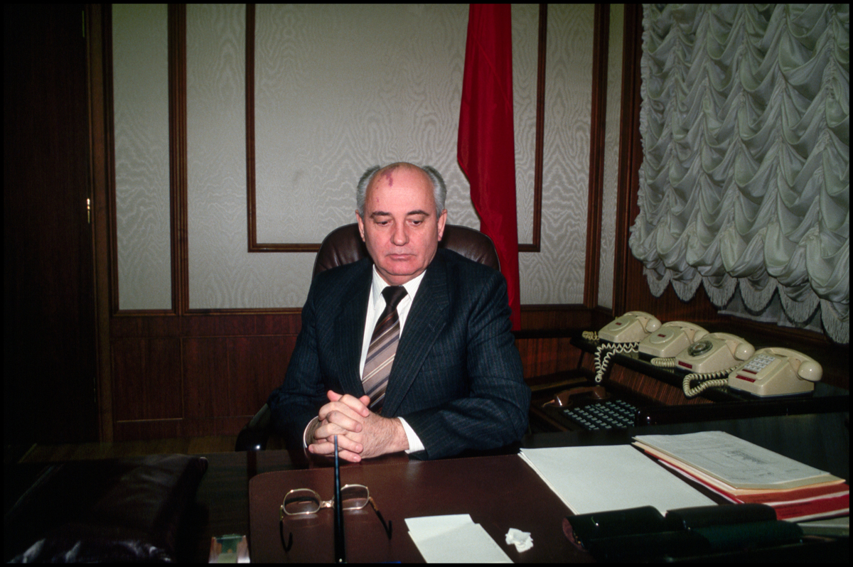 1991, Moscow, Russia --- Soviet leader Mikhail Gorbachev at his desk in the Kremlin during his last days of power.
