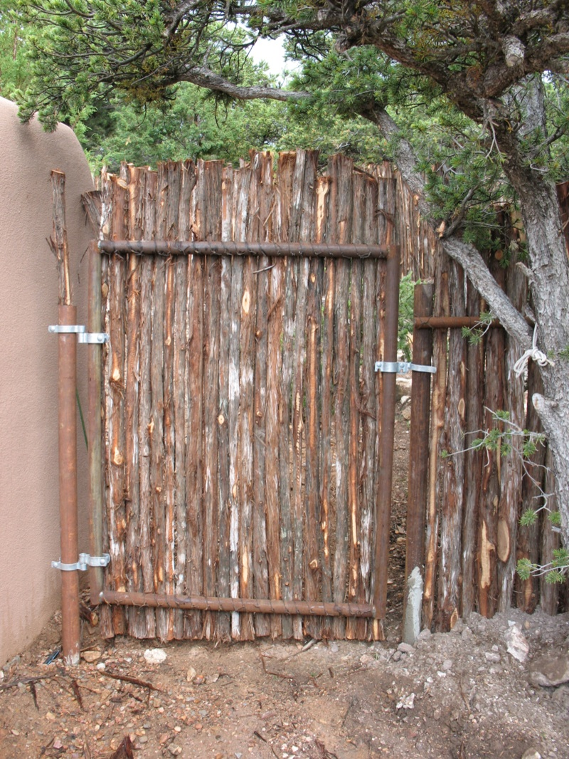 Coyote gate framework from inside with gate hardware