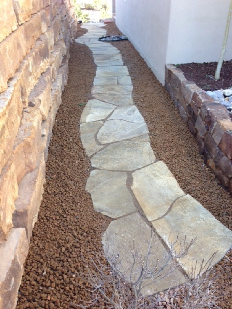 Flagstone Walkway with Santa Fe Brown Gravel