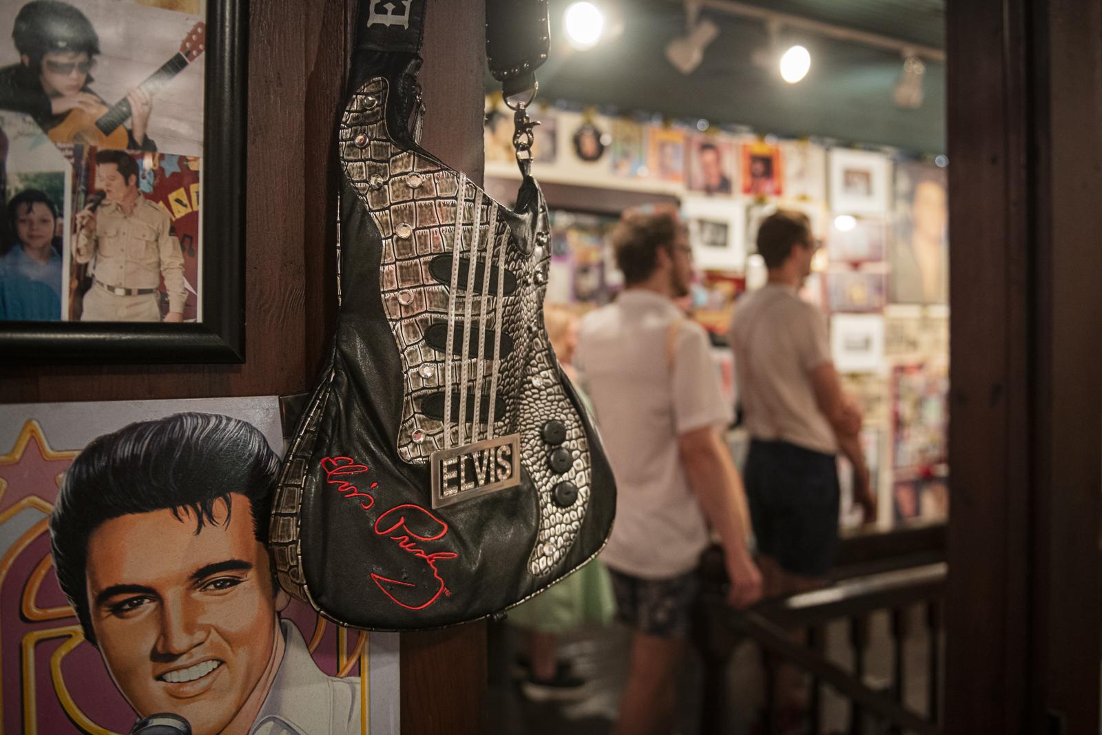 Joni_Mabe_Elvis_Museum_11.jpg