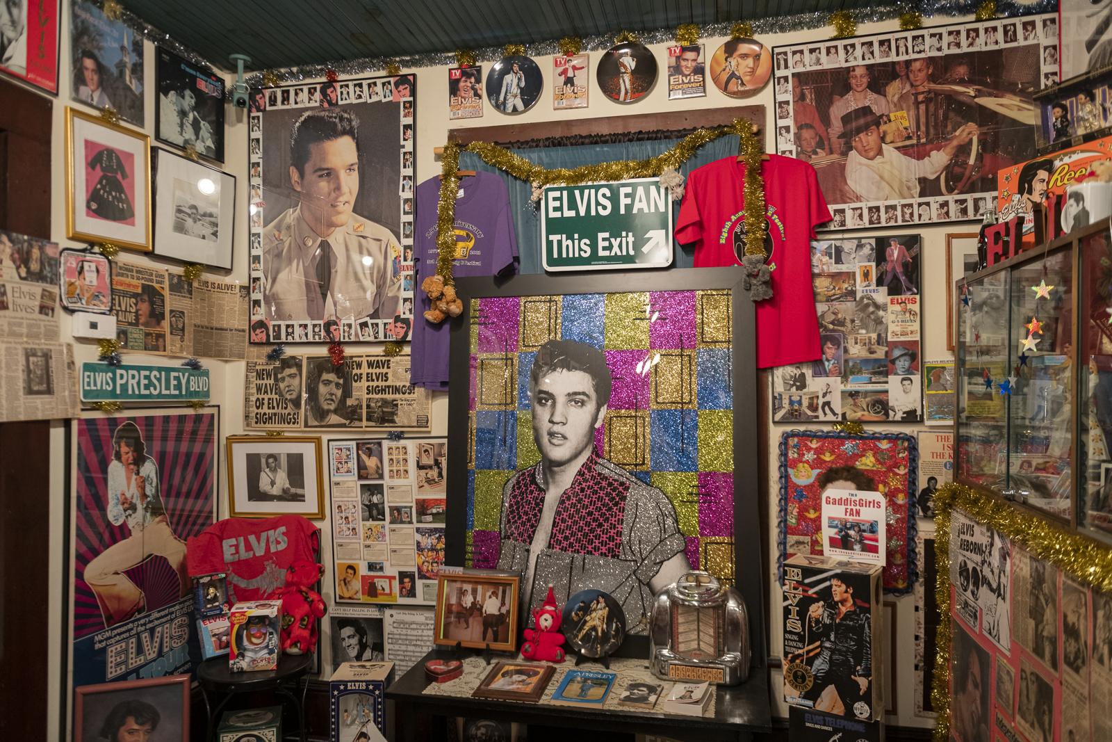 Joni_Mabe_Elvis_Museum_19.jpg