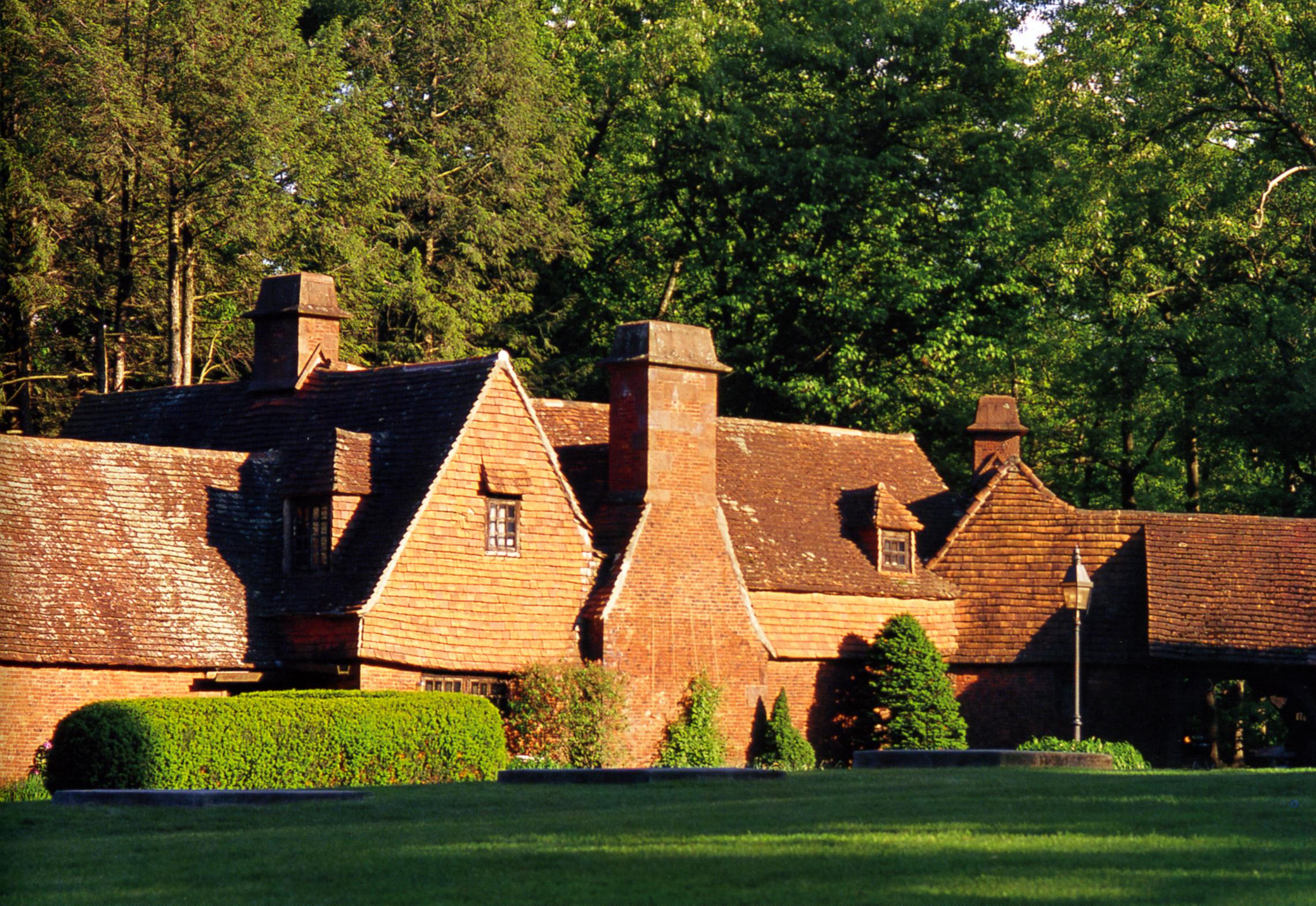 Cottage at entry.jpg