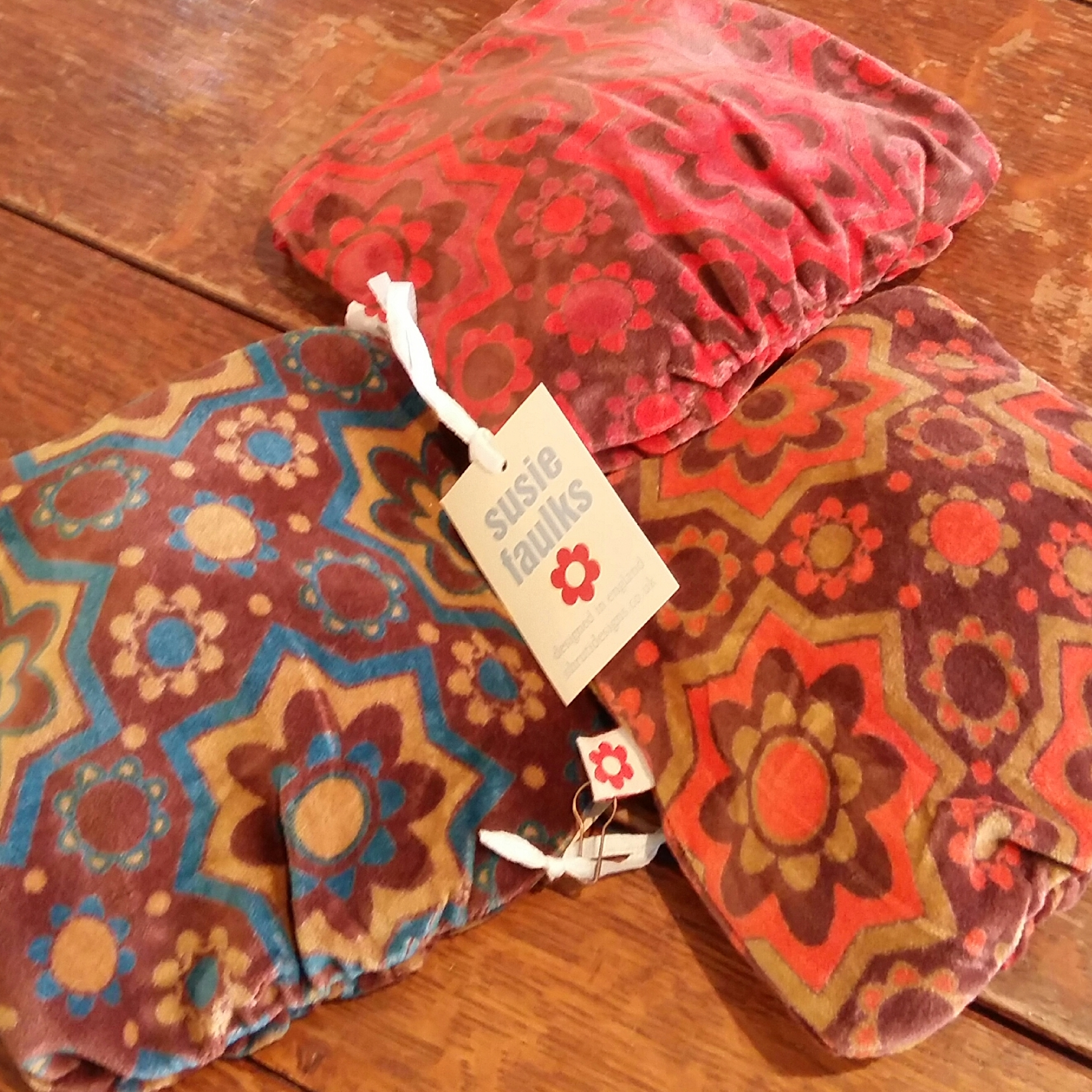 Retro printed purses make great stocking fillers at only £5 each and come in three colours