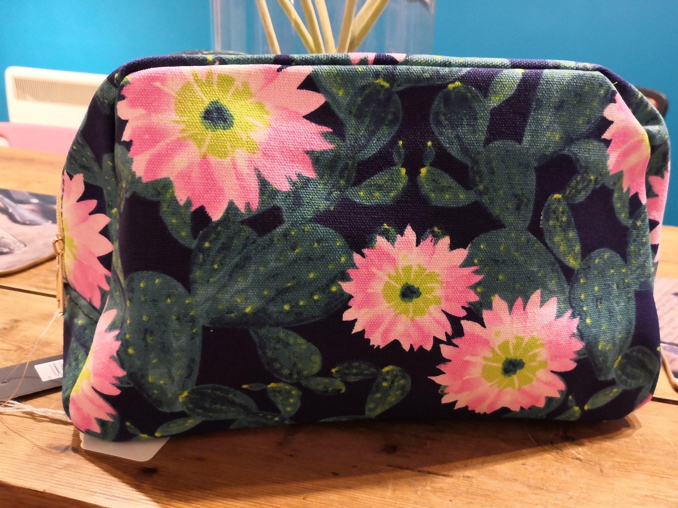 Fun cacti wash bag