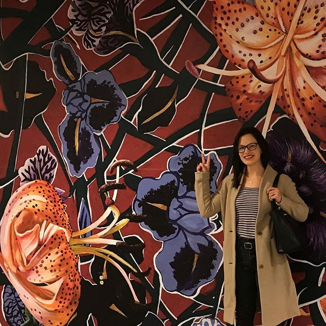 I finally got to see it in person! Thank you, @pitairport and curator @pghgrams (Rachel) for showcasing my work mega-scale at the airport! #publicart #artcollectors #sarahjacobs #artistsofinstagram #airportstyle #airportart #pittsburghairport #contemporaryart #giantlilies #mural #painting #artist #artistsoninstagram #destinationpitart