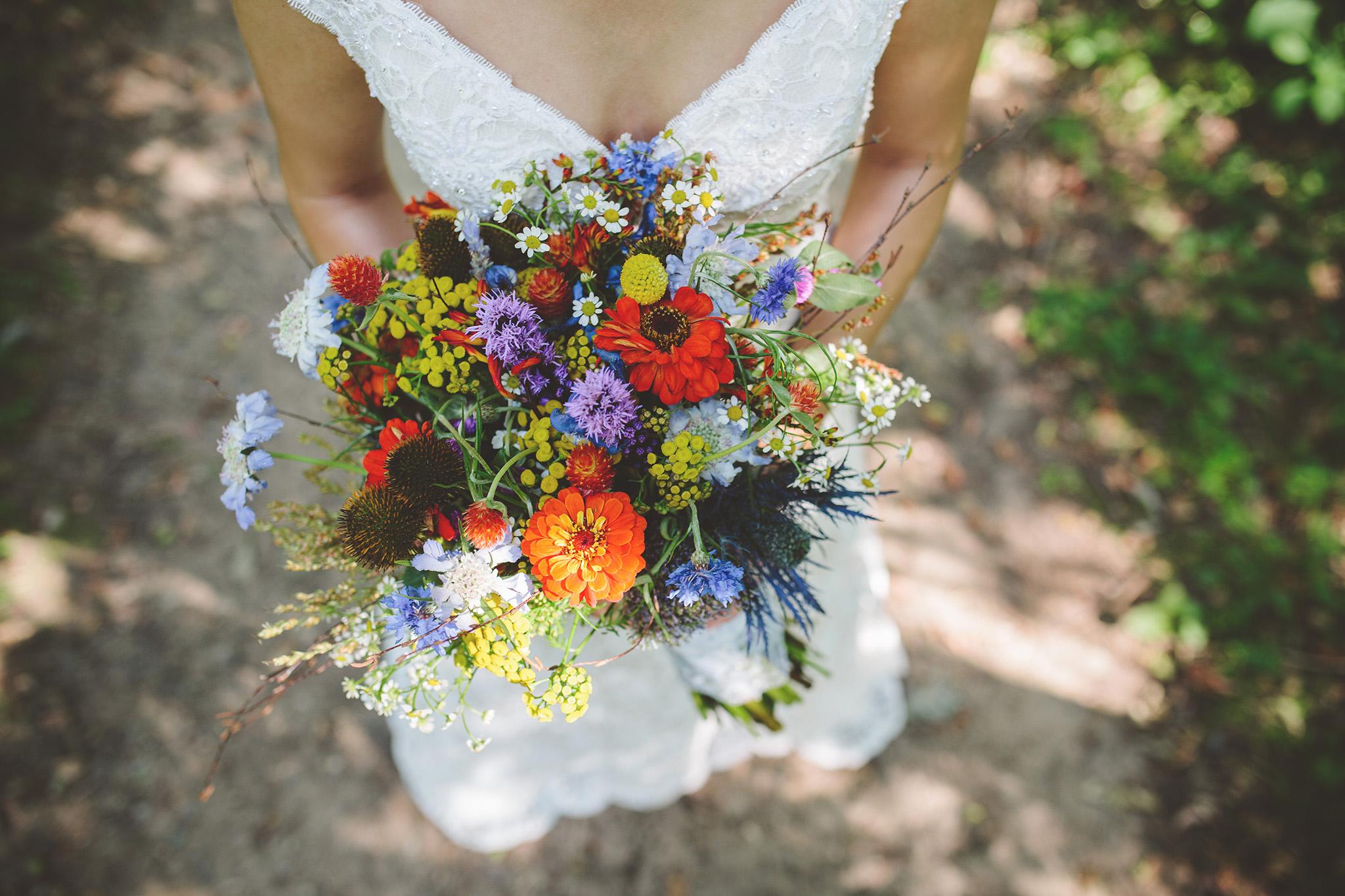 the-bees-knees-floral-design-studio-brainerd-mn-minnesota-wedding-florist-bride-sharayah-wildflower-wedding-bouquet-the-shalom-imaginative